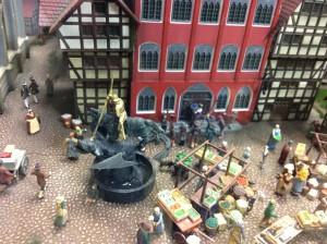 Миниатюра Георгия-победоносца избавляет миниатюру дракона от головной боли.
